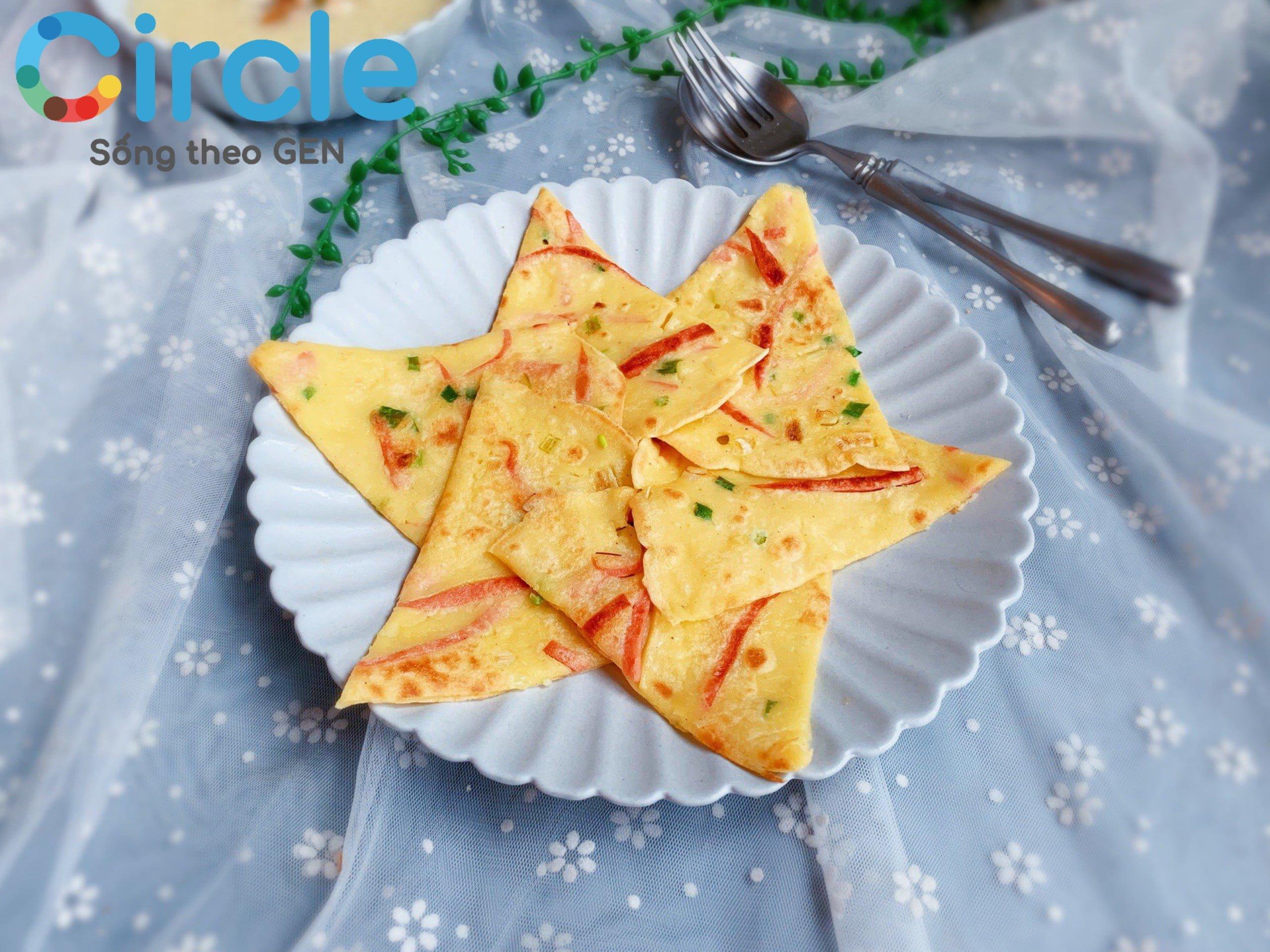 Bánh trứng, xúc xích hoặc thịt nguội thật đẹp mắt và xứng đáng nằm trong top những món ăn trong thực đơn cho trẻ 6 tuổi chứ!