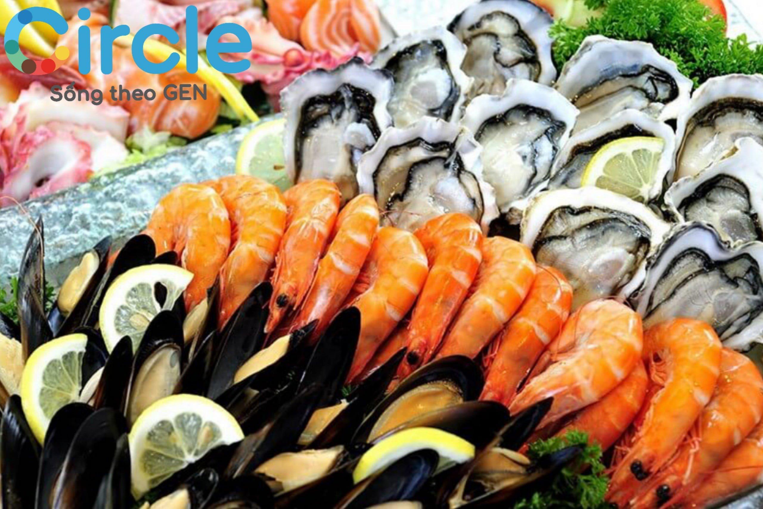 Hải sản rất giàu đạm và canxi, nhưng đây là loại thực phẩm dễ gây dị ứng, không nên có trong chế độ ăn cho trẻ dưới 1 tuổi.