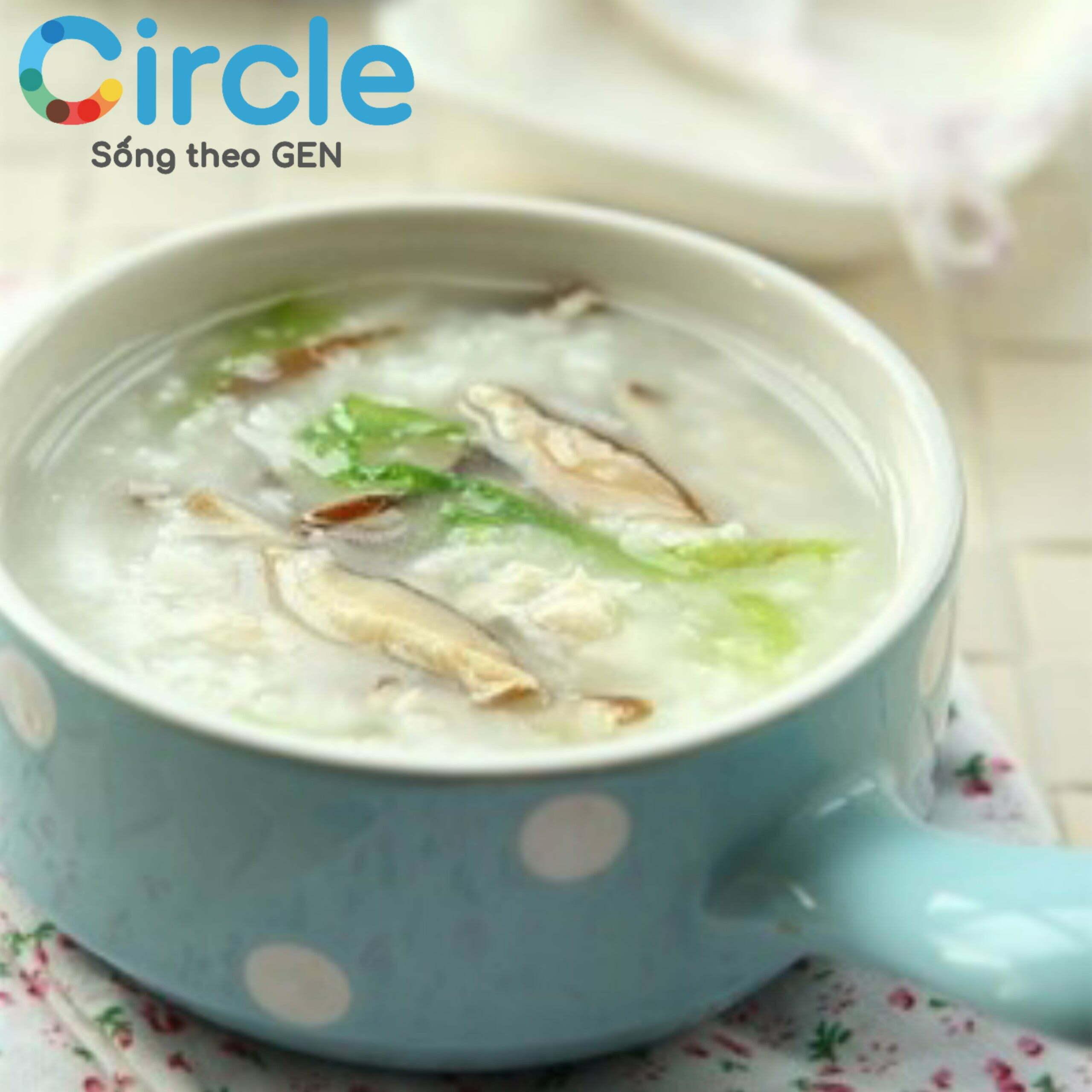 Cháo gà - món ăn quen thuộc và dễ chế biến trong chế độ ăn dinh dưỡng cho trẻ 10 tháng tuổi