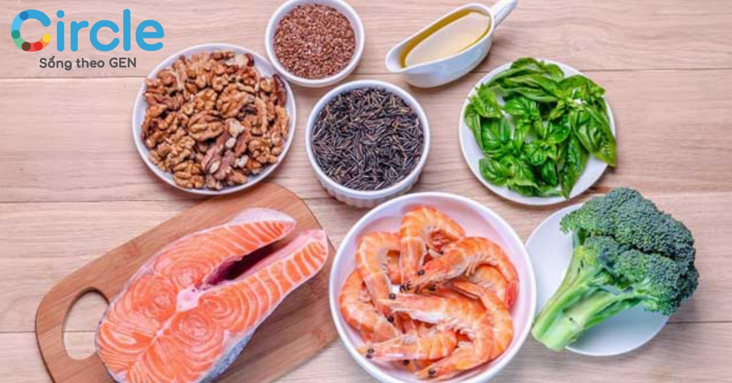 Omega-3 đặc biệt có nhiều trong cá như cá hồi, cá ngừ, bông cải xanh, ... Mẹ hãy khuyến khích con ăn nhiều các món ăn được chế biến từ nguyên liệu trên nhé!