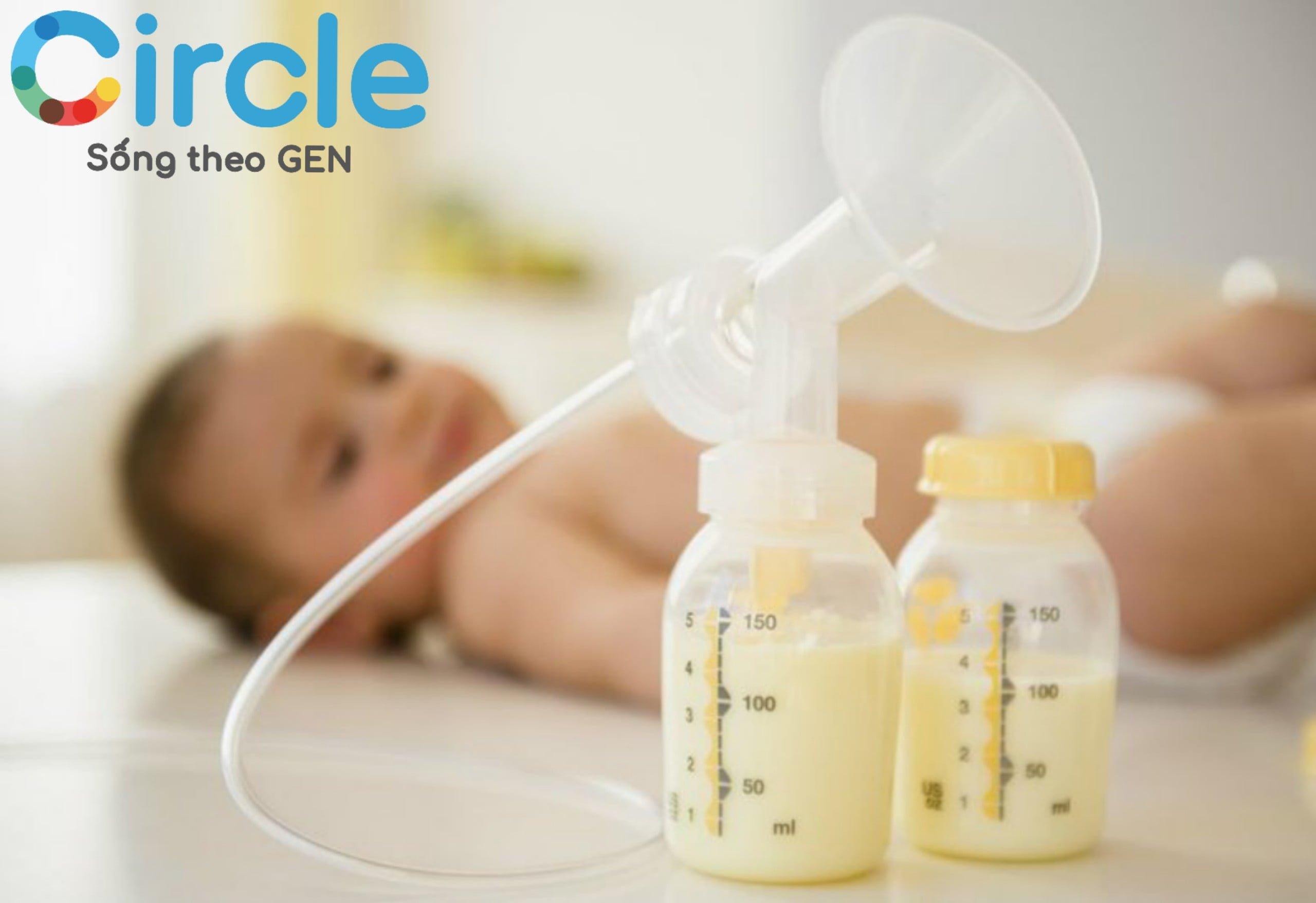 Sữa mẹ vẫn là nguồn dinh dưỡng chính cho trẻ trong giai đoạn 0-12 tháng tuổi.