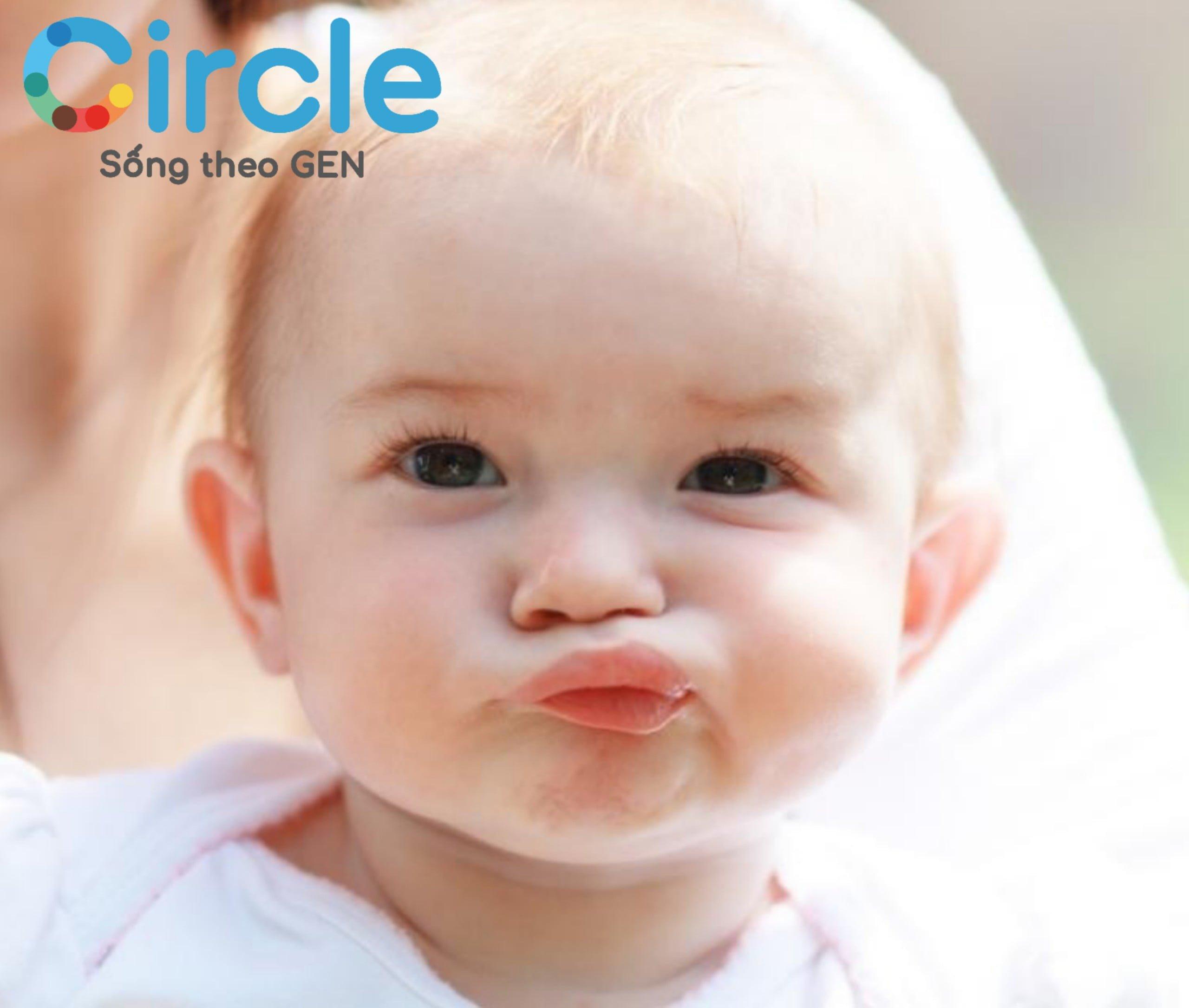 Lúc rảnh, miệng trẻ cứ nhai tóp tép là dấu hiệu của việc trẻ bắt đầu muốn ăn dặm. Mẹ hãy lên ngay thực đơn ăn dặm cho bé 5 tháng tuổi nhé!