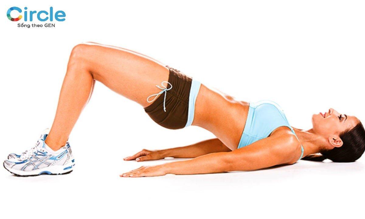 Hip raise sẽ là một động tác thiết yếu trong bài tập giảm cân của bạn. Hãy chú ý động tác này thường xuyên nhé!