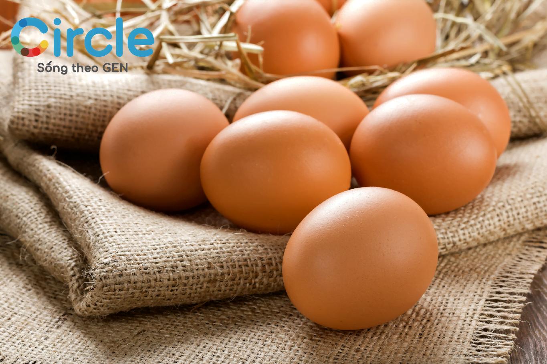 Trứng gà là một trong những thực phẩm trong chế độ ăn tăng vòng 1, vòng 3 bạn nên bổ sung
