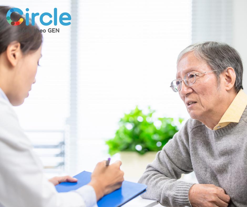 Nhanh chóng đi đến gặp bác sĩ để được khám và hạ huyết áp nhằm không để lại biến chứng nặng nề.