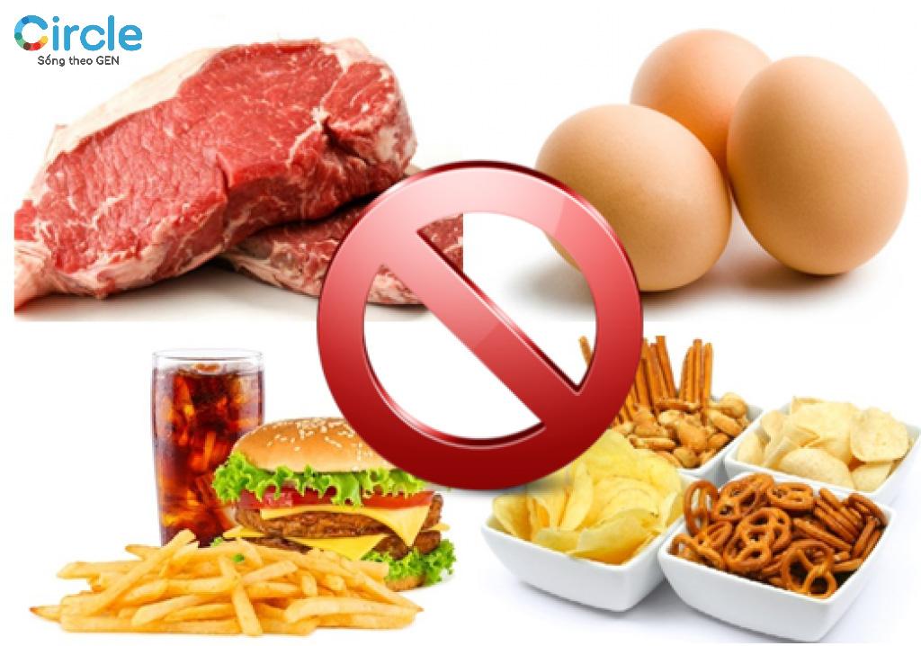Lối sống không lành mạnh, ăn uống không khoa học là nguyên nhân làm tăng cholesterol