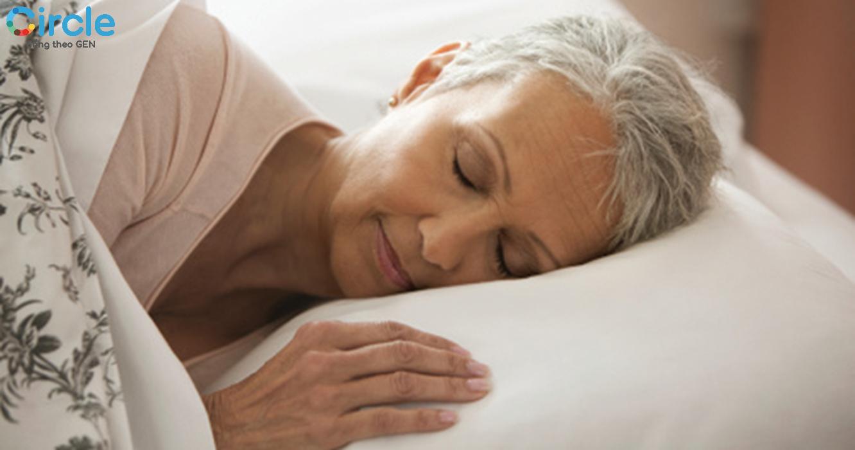 Người già ngủ nhiều có tốt cho sức khỏe không? Chắc chắn là không bởi thời lượng ngủ của nhóm tuổi này là thấp nhất.